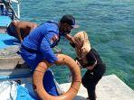 anggota-ditpolairud-ntb-berusaha-menyelamatkan-penumpang-kapal-km-mina-aravah.jpg