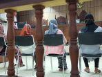 empat-ibu-ibu-dusun-eat-nyiur-desa-wajageseng-lombok-tengah.jpg