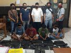 keempat-pemuda-duduk-pelaku-pencurian-ditangkap.jpg