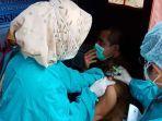 kepala-dinas-kesehatan-kota-mataram-dr-usman-saat-disuntik-vaksin.jpg
