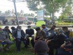 ketua-komisi-iv-dprd-lombok-tengah-h-supli-pakai-songkok-sorban.jpg