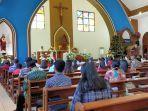 natal-umat-kristen-katolik-melaksanakan-ibadah-natal-dengan-khusyuk.jpg