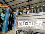 oksigen-sejumlah-pekerja-cv-bbs-menaikkan-tabung-oksigen.jpg