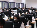 para-peserta-tes-cpns-pemprov-ntb-menjawab-soal-skd-di-kantor-bkd-ntb.jpg