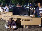 pelaku-pencurian-beserta-barang-bukti-berupa-11-unit-tv-led-di-lombok-tengah.jpg