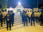 personel-tni-dan-polri-mulai-disiagakan-menjaga-keamanan-malam-tahun-baru-di-kabupaten-sumbawa.jpg