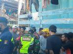 polisi-dan-tni-berupaya-mengevakuasi-dua-remaja-yang-dituduh.jpg