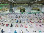 potret-salat-berjamaah-di-masjidil-haram-mekah.jpg