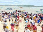 proses-evakuasi-jenazah-hidayat-mengundang-perhatian-warga-di-lombok-tengah.jpg