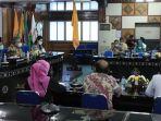 rapat-evaluasi-program-kartu-prakerja-dan-bsu-di-kantor-gubernur-ntb.jpg