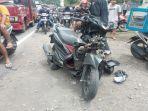 sepeda-motor-korban-ditimbun-di-lokasi-kecelakaan.jpg