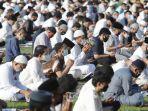 umat-muslim-melaksanakan-shalat-ied-di-masjid-al-azhar-jakarta11.jpg
