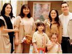 ussy-sulistiawaty-andhika-pratama-dan-kelima-putri-mereka-instagramussypratama.jpg