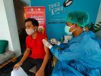 vaksinasi-salah-seorang-warga-di-kota-mataram-mendapa.jpg