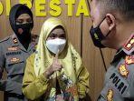 wanita-berinisial-rd-tengah-mengakui-perbuatannya-di-hadapan-polisi-v.jpg