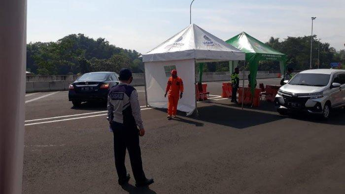 Lebaran Hari Kedua, 123 Mobil Diminta Putar Balik oleh Petugas Gabungan di Exit Tol Madyopuro Malang
