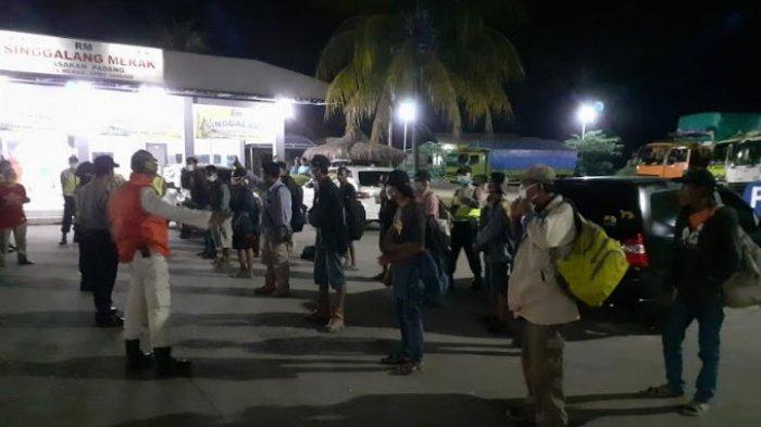 Menumpang Truk dari Jambi dan Terlantar Tiga Hari di Cilegon, 15 Warga Tuban Diantar Pulang Kampung