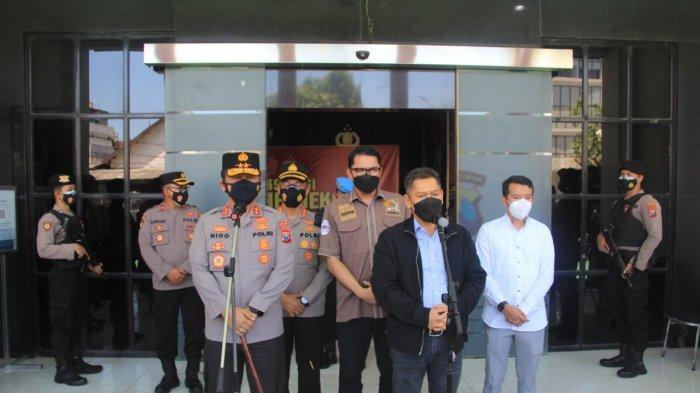 Kunjungi Polrestabes Surabaya, Anggota Komisi III DPR RI Pantau Proses Vaksinasi Tahanan