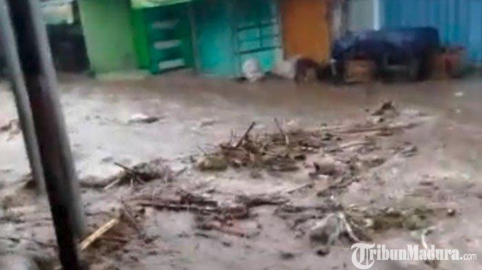 Hujan Deras Guyur Kediri hingga Banjir,Jalan Raya Jadi Aliran Sungai, Warga Setempat Was-Was