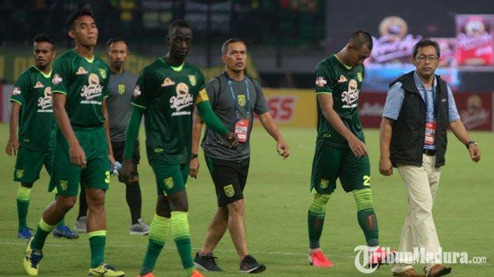 Aji Santoso Liburkan Pemain Persebaya Surabaya setelah Laga Kontra Persija Jakarta Ditunda
