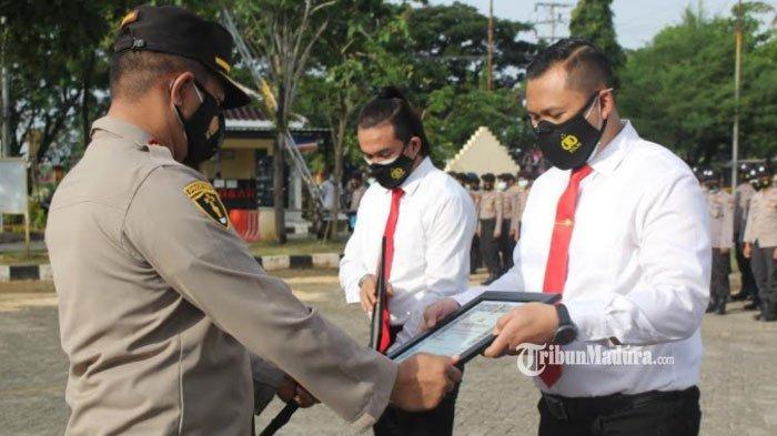 40 Anggota Polres Sampang Berpestasi Dapat Penghargaan dari Kapolres Abdul Hafidz, Ini Daftarnya