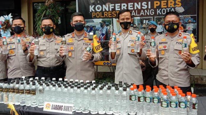 Transit di Malang, Ribuan Botol Arak Bali Disita Polisi, Dikirim Menggunakan Jasa Ekspedisi Barang