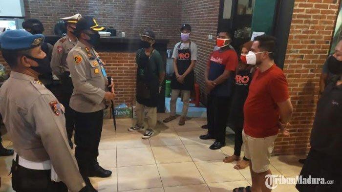 Polres Sumenep Bubarkan Sejumlah Pengunjung yang Nekat Nongkrong di Kafe saat Pandemi Covid-19
