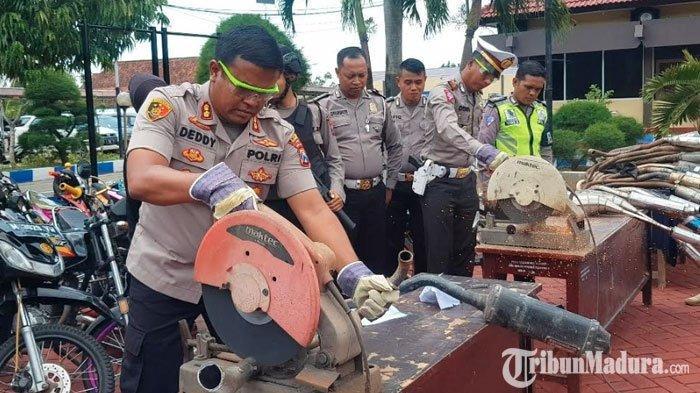 Polres Sumenep Musnahkan Ratusan Knalpot Brong,Pengendara Diimbau Patuhi Aturan di Jalan Raya