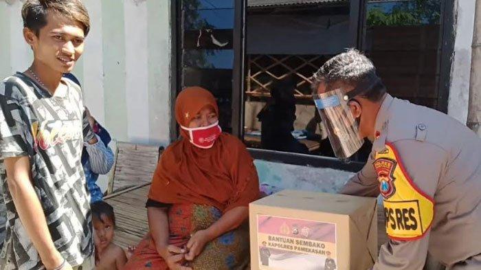 Warga Pademawu Terdampak Covid-19 DapatBantuan Sembako dan Obat Herbal dariKapolresPamekasan