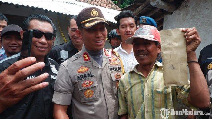 Kapolres Lumajang Beri Gajinyakepada Penangkap Pencuri Sapi dan Begal, Penuhi Janji Sayembara