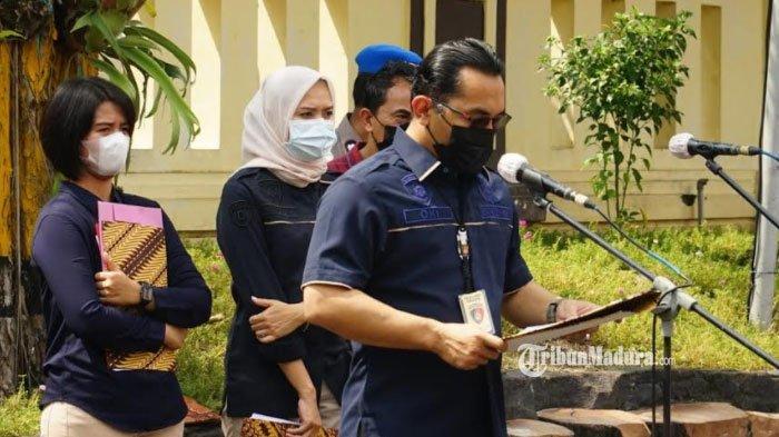Kasat Reskrim Polrestabes Surabaya, AKBP Oki Ahadian saat memberikan laporan hasil ungkap Operasi Pekat 2021, Selasa (13/4/2021).