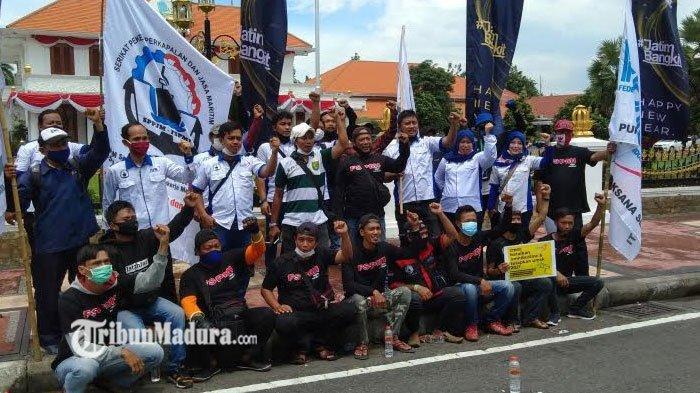 Unjuk Rasa di Depan Gedung Grahadi, Buruh Minta Gubernur Khofifah Menetapkan UMSK 2021