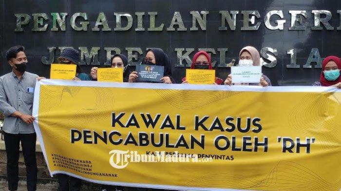 Mahasiswa Gelar Aksi Mendukung UU Perlindungan Anak Dalam Kasus Dugaan Pencabulan Dosen Unej