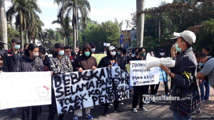 Aksi demo mahasiswa Universitas Muhammadiyah Malang (UMM), Selasa (16/2/2021).