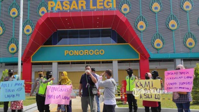 Unjuk Rasa Pedagang Pasar Legi Ponorogo, Massa Tuding Pembagian Lapak sudah Diperjualbelikan