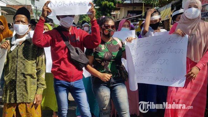 Berkas Bacakades Tidak Transparan, Ratusan Warga Tuntut Kepala DPMD Sumenep Moh Ramli Turun Jabatan