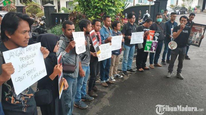 Jokowi Beri RemisiI Nyoman Susrama,Jurnalis dan Aktivis di Kota Malang Gelar Aksi