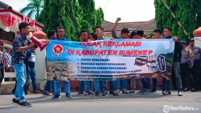 Mahasiswa Demo di Kantor Pemkab Sumenep,TuntutPengusaha Tambak Udang Ilegal di Bluto Juga Diusut