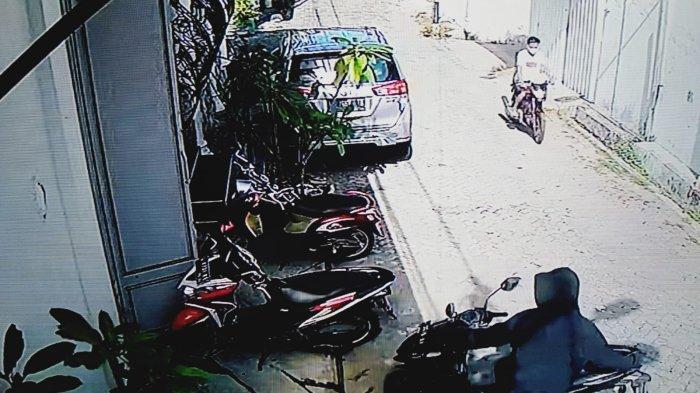 Dua Bandit Terekam CCTV Gondol Motor Karyawati Pabrik Konveksi di Krembangan Surabaya