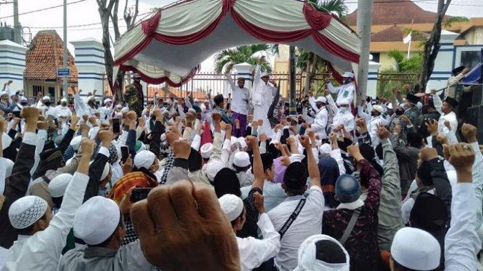 Tolak Rancangan RUU HIP, Habaib dan Ulama Gelar Aksi Istighosah Bersama di Depan Kantor DPRD Sampang