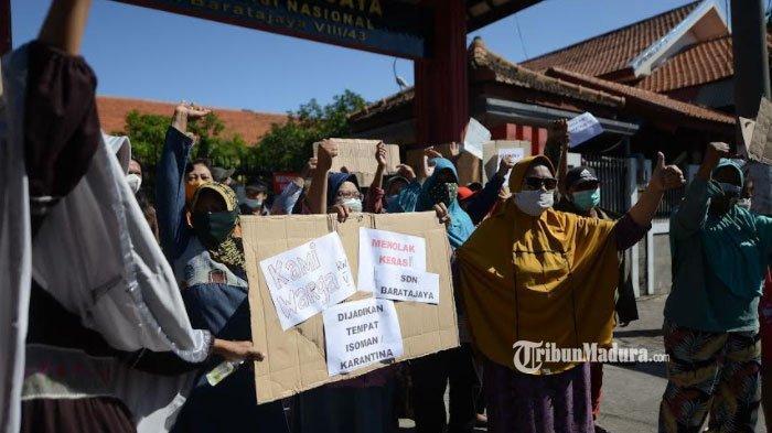 Muncul Penolakan SDN Barata Jaya Surabaya Jadi Tempat Isolasi Pasien Covid-19, Warga Pasang Spanduk