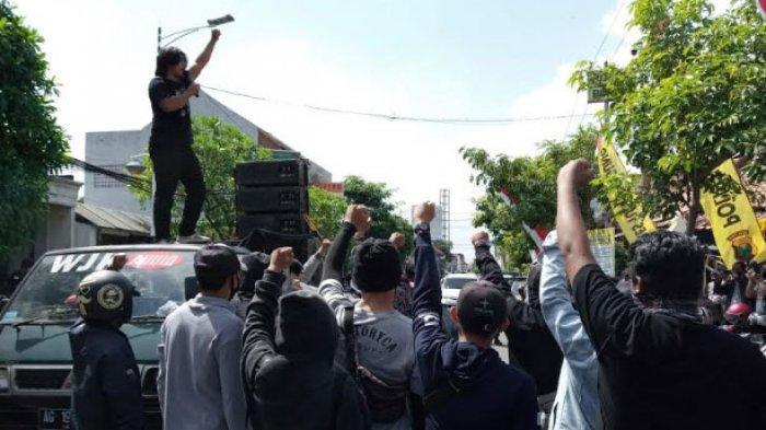 Mahasiswa Gelar Unjuk Rasa, Tuntut Pemberhentian Tambang Pasir Ilegal di Sungai Brantas Tulungagung