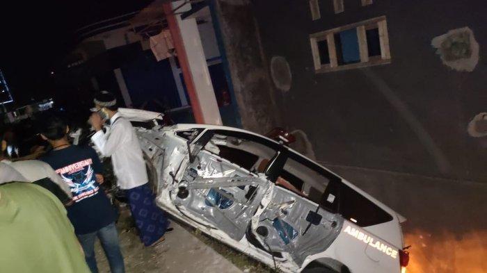 Ambulans Pembawa Jenazah dari Jakarta Alami Kecelakaan Tunggal, Tabrak Pembatas Jembatan di Sampang