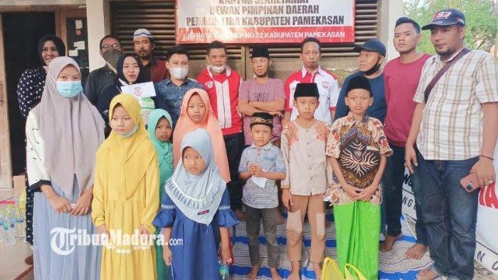 DPD Pemuda LIRA Pamekasan Santuni Anak Yatim, Sekaligus Bagi-Bagi Takjil ke Abang Becak dan Pemotor
