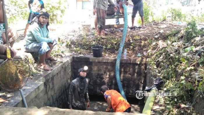 Aksi Anggota DPRD BangkalanMasuk Gorong-Gorong Curi Perhatian, Bersihkan Sedimen Lumpur Menebal
