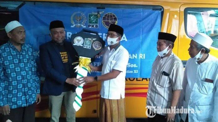 Anggota DPR RI H Syafiuddin Asmoro Prioritaskan Bus Sekolah untuk STAI Syaichona Cholil Bangkalan