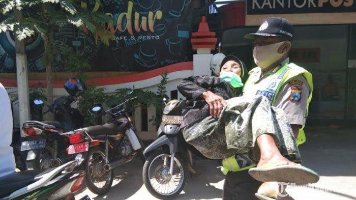 Aksi Heroik Polisi di Madura Gendong Nenek Renta saat Ambil Bantuan Sosial, 'Saya Merasa Terpanggil'