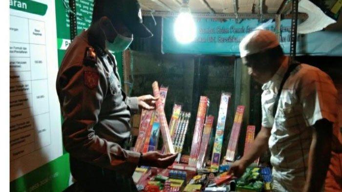 Polsek Kadur Pamekasan Gelar Razia Mercon, Ingatkan Pedagang Agar Tak Jual Kembang Api Saat Ramadan