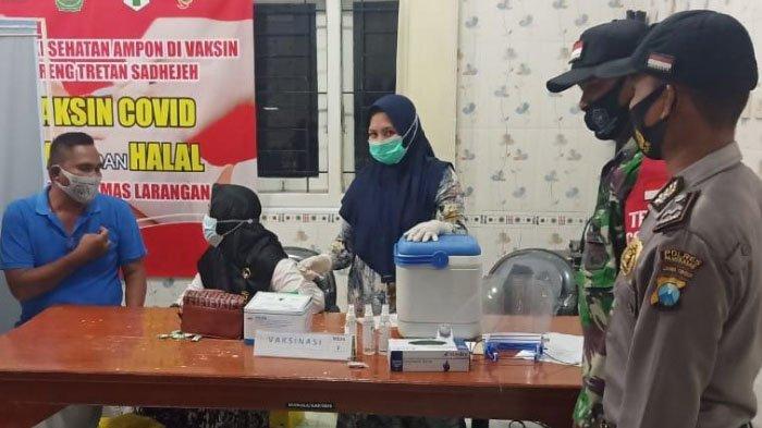 Polsek Larangan Pamekasan Awasi Penyuntikan Vaksin Sinovac untuk Perangkat Desa & PNS, Pastikan Aman