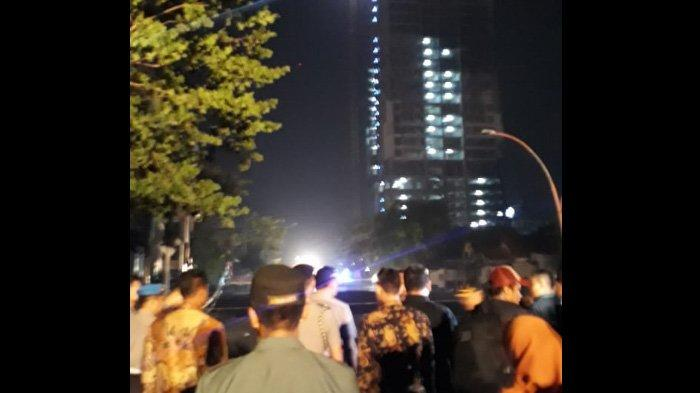 Jalan Gubeng Surabaya Ambles, Jessika: Tak Terkait Pembangunan Apartemen The 100 Residence